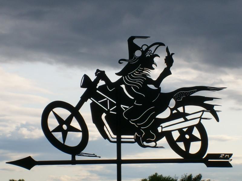 Ich bin eine Hexe und fahre Motorrad